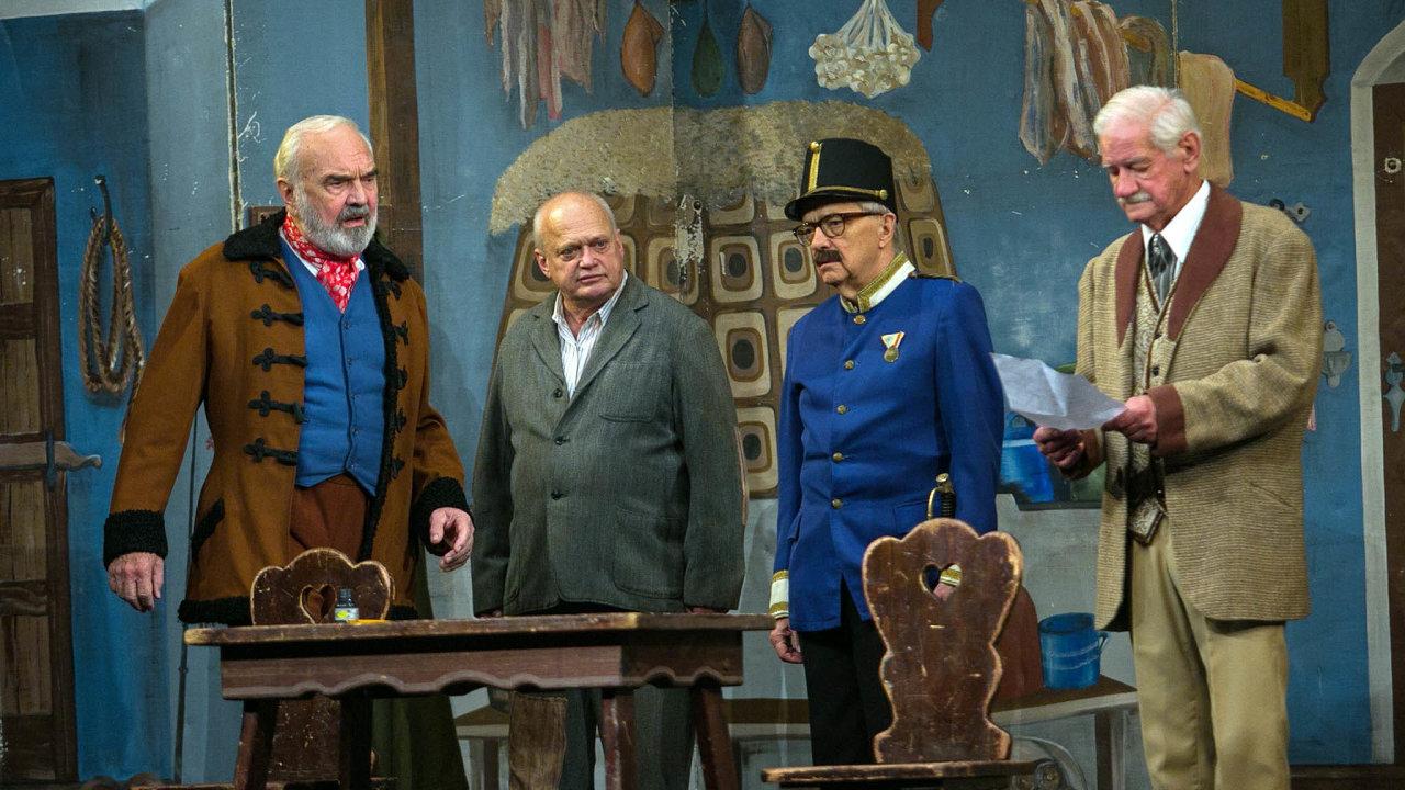 Zašlou slávu časů, kdy střední Evropa byla ještě pojmem, dnes lehce ironizuje například Divadlo Járy Cimrmana.