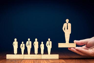 Na změny ve vrcholném managementu budou navazovat změny na nižších úrovních. Jen málokdo si při přestupu přijde na vyšší mzdu.