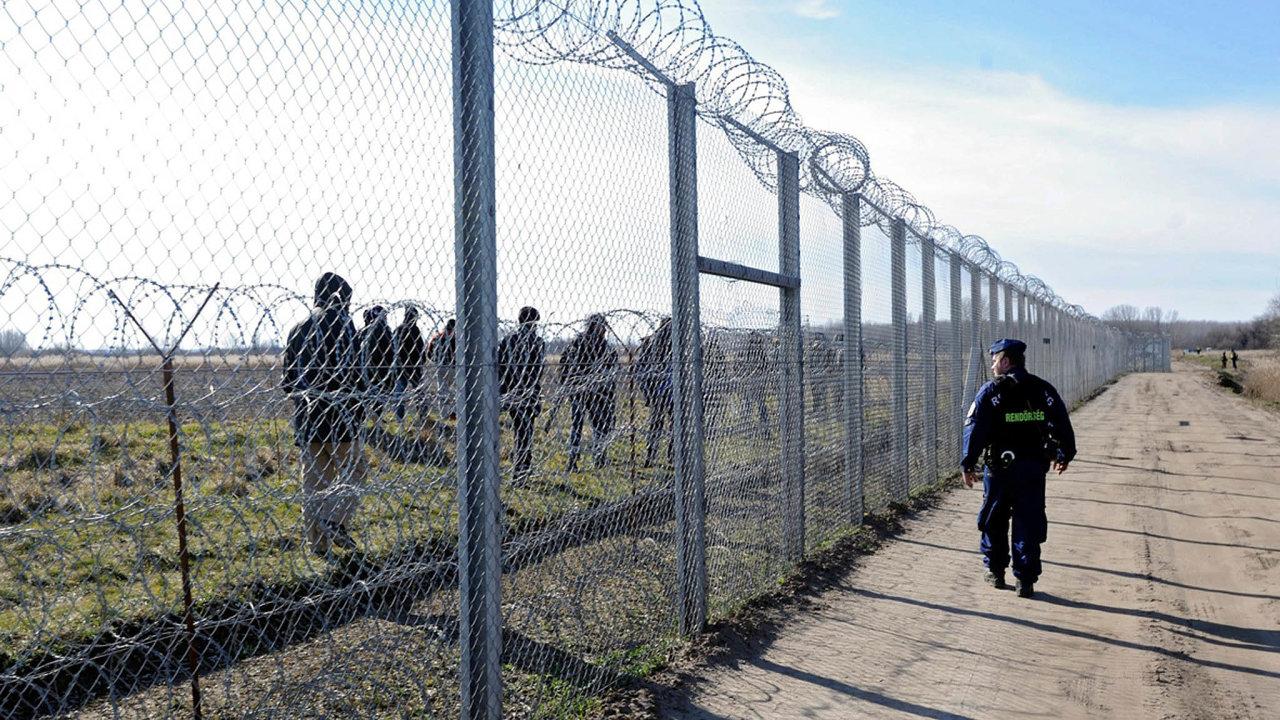 Poslanci z delegace vedené SPD neuspěli ani s nápadem, že pojedou na maďarsko-srbskou hranici, aby se prý podívali, jaká je tam situace ohledně uprchlíků.