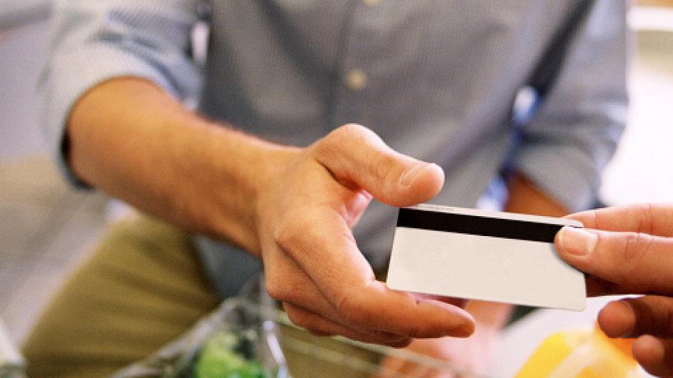 Zákaznické karty a slevové kupony jsou oblíbeným způsobem, jak ze zákazníků