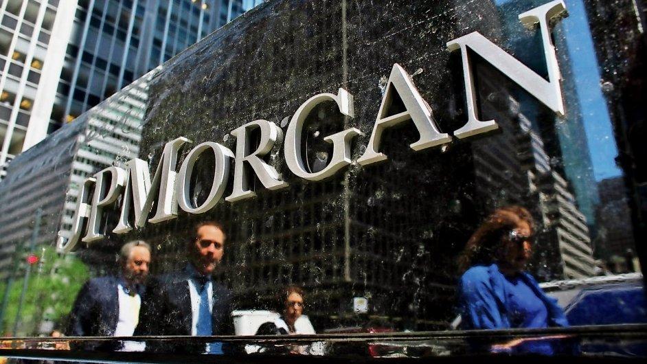 Třetinu čistého zisku největší americké banky JPMorgan Chase loni tvořily příjmy plynoucí z poskytnutých hypoték. Lidé si hypoteční úvěry pořizovali ve velkém kvůli rekordně nízkým sazbám.
