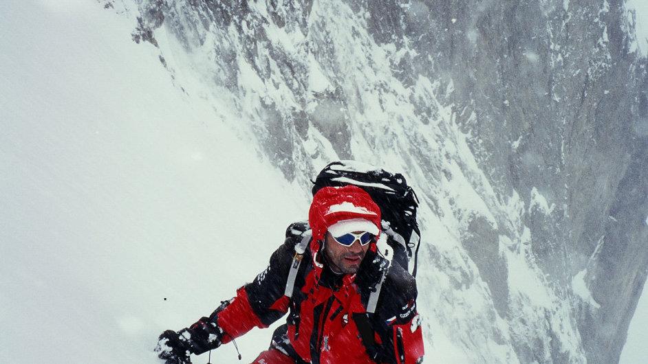 Horolezec Radek Jaroš při jednom ze svých výstupů