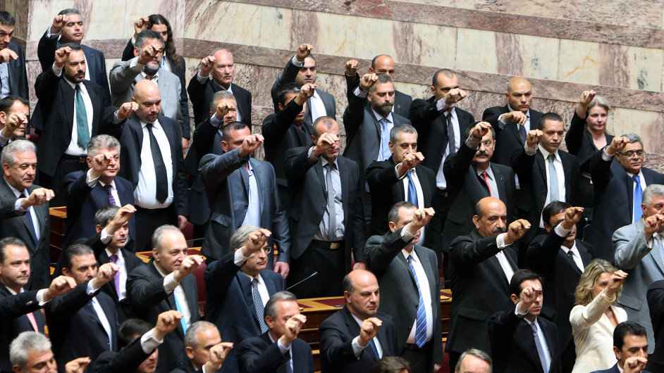 Pozdrav Zlatého úsvitu v řeckém parlamentu
