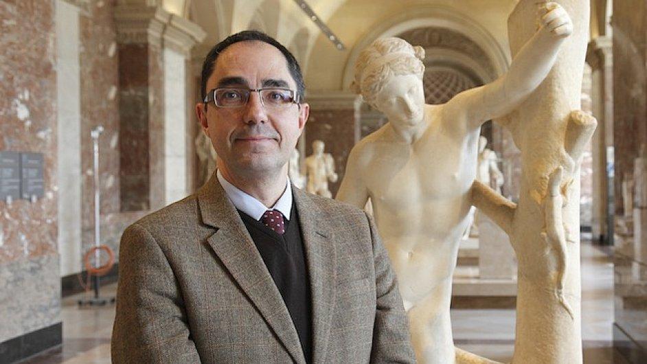Nový šéf Louvru Martinez tři roky pracoval jako archeolog v Řecku.