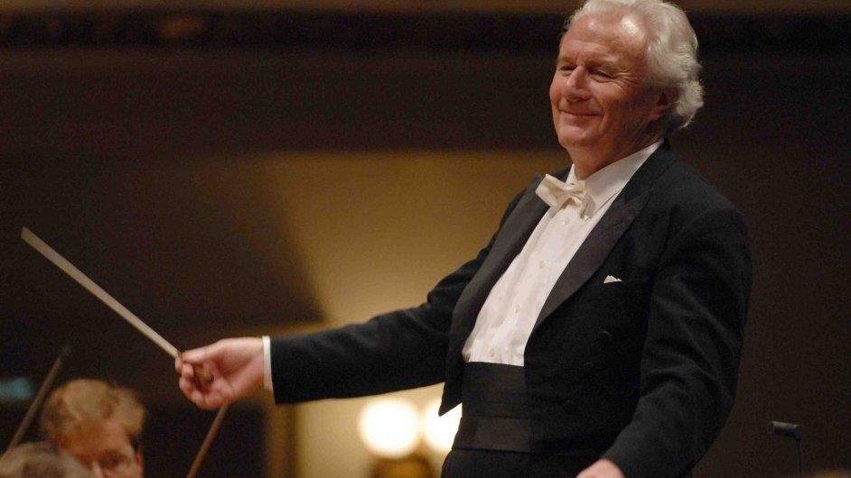 Sir Colin Davis vloni dvakrát dirigoval Českou filharmonii.