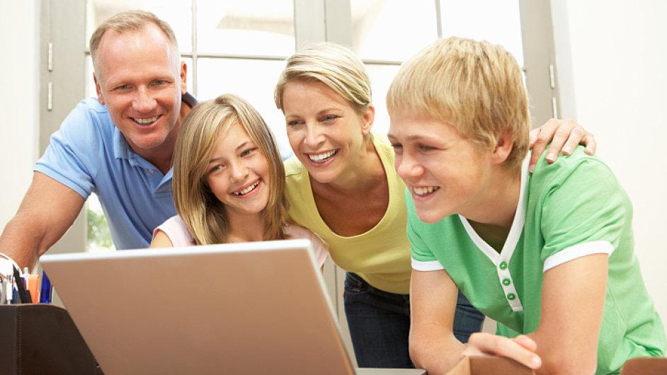Rodina, byznys, počítač (ilustrační foto)