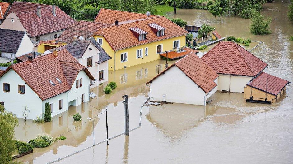 Řeka Lužnice vyplavila část Bechyně na Táborsku