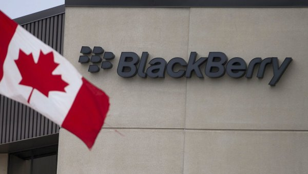 BlackBerry se vrátila k zisku, tržby však zaostaly za očekáváním