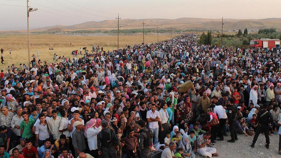 Desítky tisíc syrských uprchlíků v posledních dnech překročily hranici s Irákem