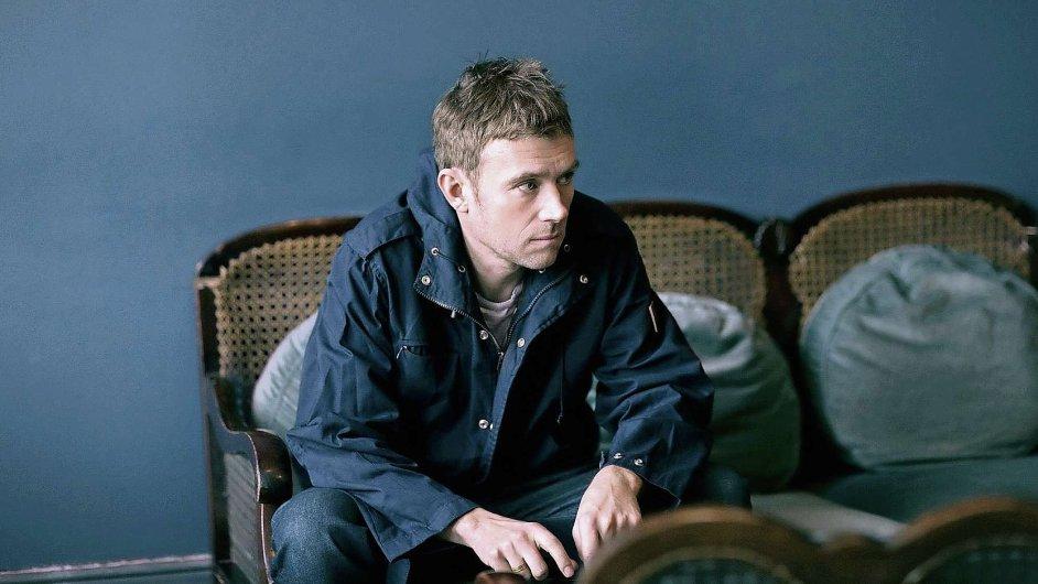 První sólové album Damona Albarna připomíná listování albem rodinných fotografií.