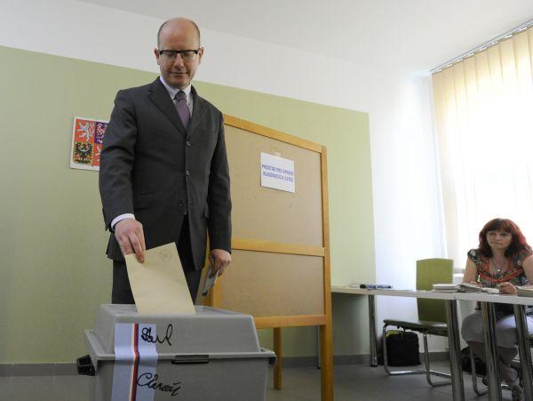 Bohuslav Sobotka u voleb.