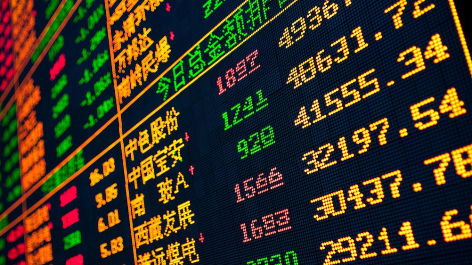 Zájem domácností a podniků se přesouvá do akcií a dluhopisů. (Ilustrační foto)