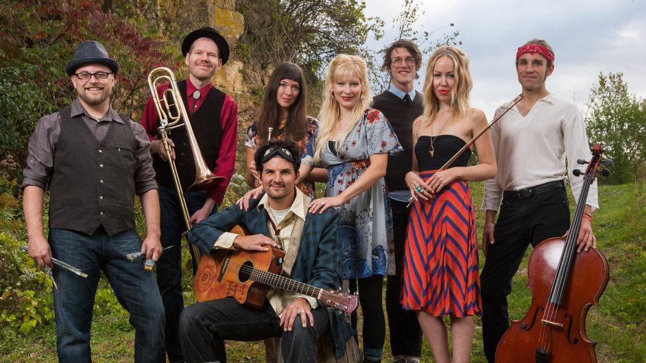 Hlavním hostem letošního festivalu Folkové prázdniny je americká folkrocková kapela Cloud Cult.