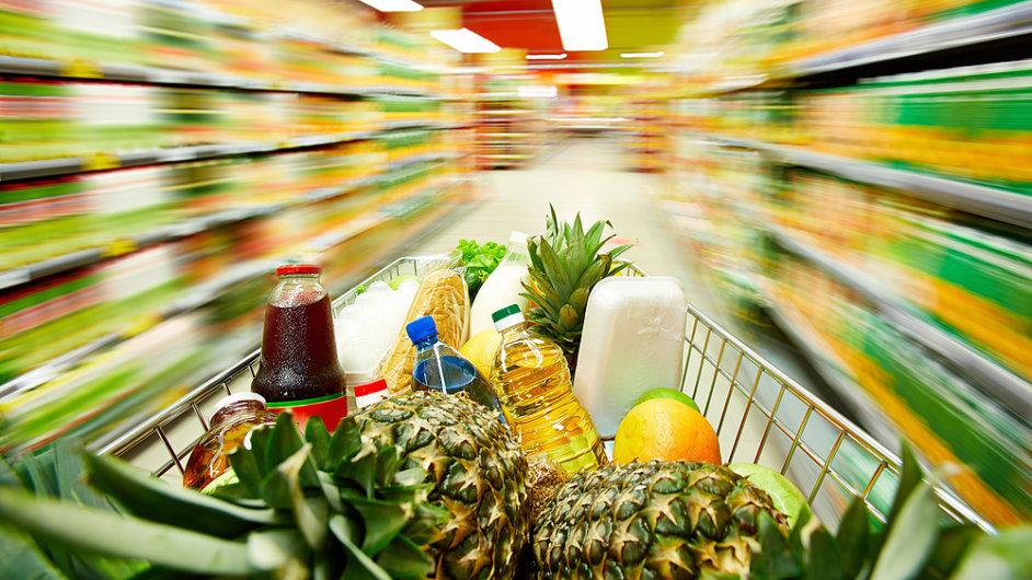 Více se prodávaly i potraviny. Pomyslný spotřební koš totiž meziročně i meziměsíčně zlevnil.