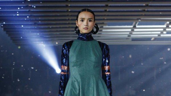 M�sto k�e flitry. Kolekce Dioru v Tokiu propojila tradici s futurismem