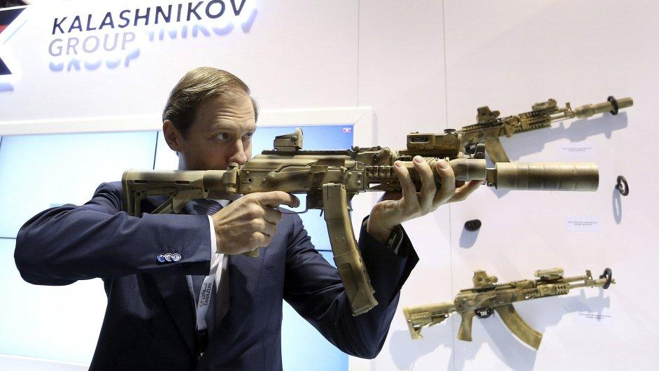 Na veletrhu nechybí ani ruský Kalašnikov.