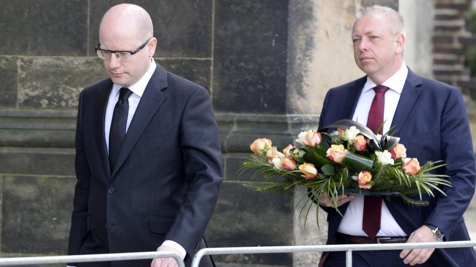 Rozloučit se se Stanislavem Grossem přišel i premiér Bohuslav Sobotka a ministr vnitra Milan Chovanec.