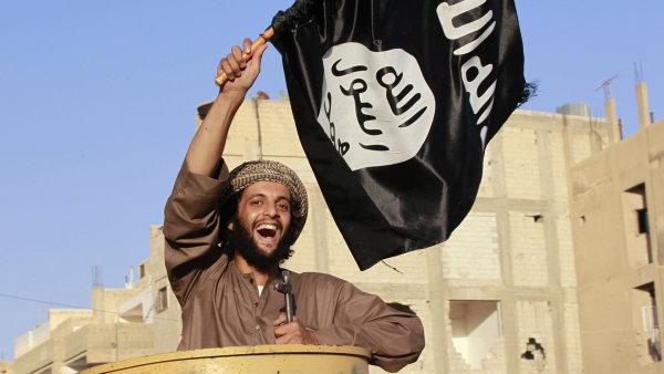 Francouzské tajné služby podle premiéra monitorují z obav ze sympatií k islámskému terorismu asi tisíc lidí.