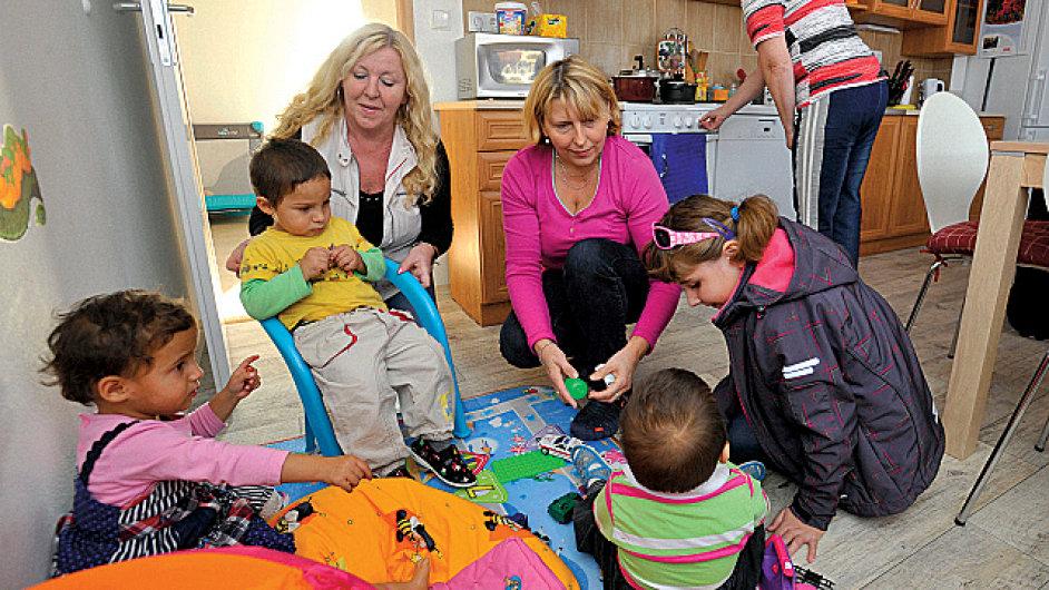 Zařízení Fondu ohrožených dětí Klokánek slavnostně otevřeli 1. listopadu v Olomouci. V rekonstruované budově jsou k dispozici čtyři byty až pro 16 dětí. V Olomouckém kraji je to druhé podobné zařízení