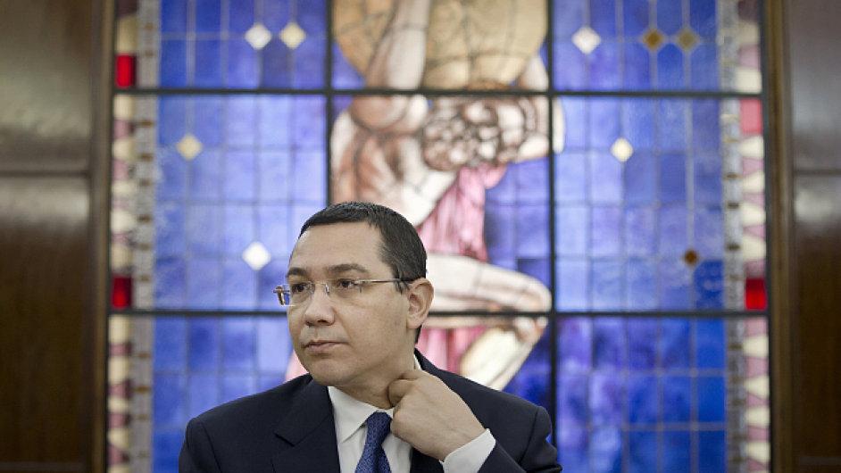 Rumunský politik Viktor Ponta čelí obvinění, že jako právník dostal peníze nejasného původu od jiného právníka Dana Sovy.