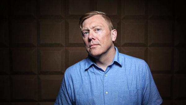 """""""Nesmíte dovolit, aby zákulisní řeči ovládly společnost,"""" říká Jón Gnarr."""