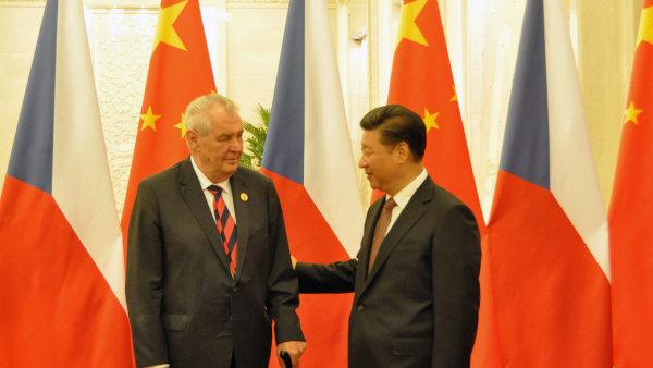 Čínský prezident Si Ťin-pching míří na pozvání prezidenta Miloše Zemana do Česka. Jeho příjezdu předcházel seminář ve sněmovně.