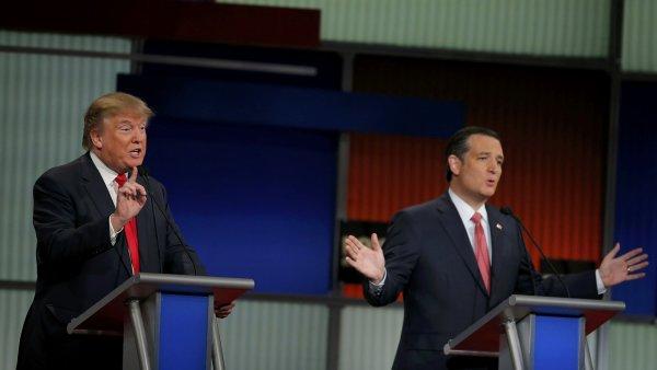 Prezidentští kandidáti Trump a Cruz mluví v debatě v televizní síti Fox Business Network.