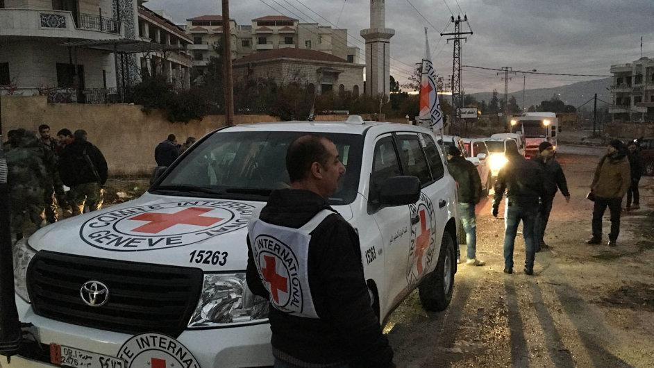 Červený kříž přivezl humanitární pomoc do obléhaného města Madáji.