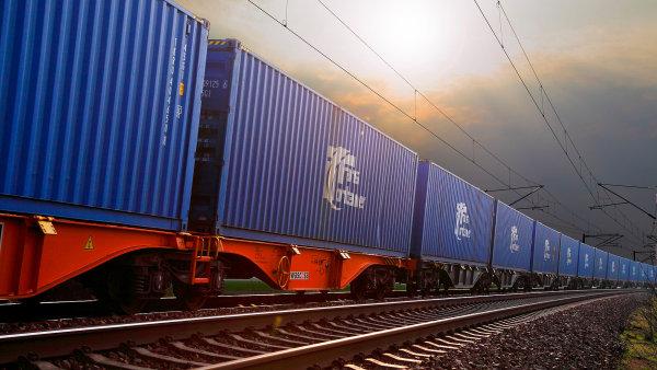 Cesta n�zkoobjemov� z�silky mezi ��nou a Evropou po �eleznici trv� okolo 14 dn�.