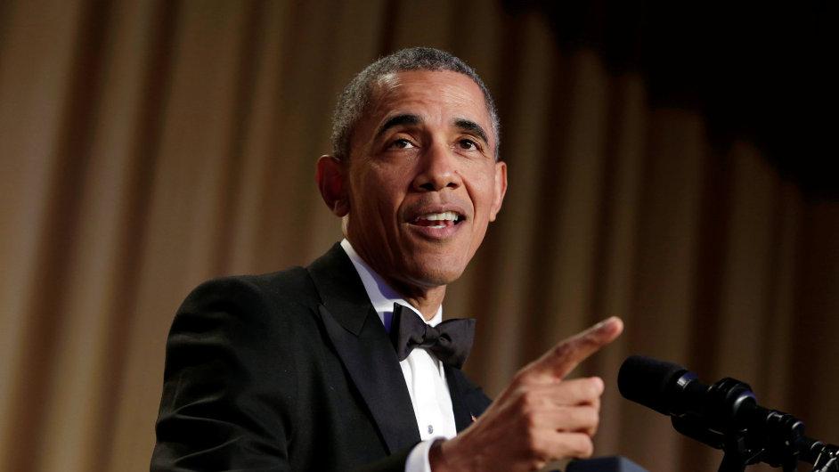 Barack Obama promluvil na tradiční Večeři pro korespondenty. Během půlhodinového projevu si dělal legraci ze všech kandidátů na prezidenta.