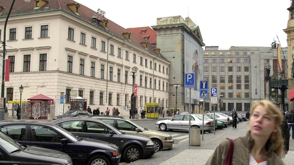 Loni byla velmi zajímavá dražba bývalého kláštera napražském náměstí Republiky, jež vynesla790 milionů korun.