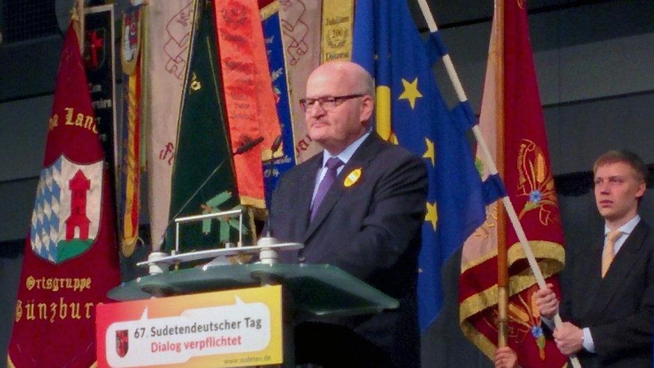 Ministr kultury Daniel Herman (na snímku) jako vůbec první člen české vlády vystoupil 15. května na sudetoněmeckém sjezdu.