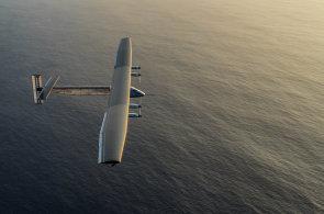 Sluncem poháněný letoun Si2 jako první obletěl zeměkouli, cesta trvala déle než rok