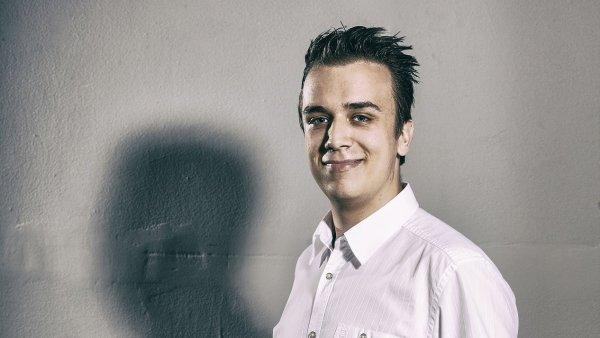 Glukometr, který vyvinul student ČVUT Marek Novák, se dobíjí z chytrého telefonu.
