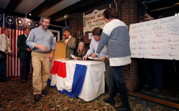 Vesnice Dixville Notch v New Hampshire, kde se jako na první místě v USA otevřela volební místnost.