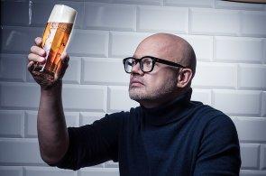Nápojové sklo předního českého designéra Ronyho Plesla