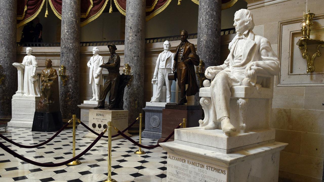 Sochy v americkém Kapitolu, kde sídlí Sněmovna reprezentantů a Senát.