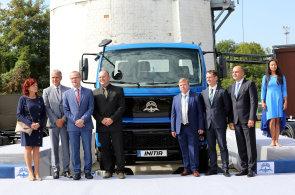 Avia se vrací z Indie do Česka a představila nový model nákladního auta. Výroba aut s albatrosem se přesouvá do Přelouče