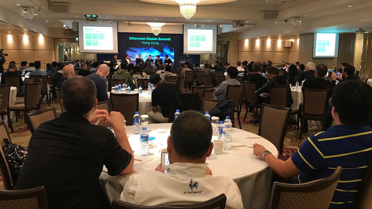 Panelová diskuse o kryptoměně Ethereum v Hongkongu.