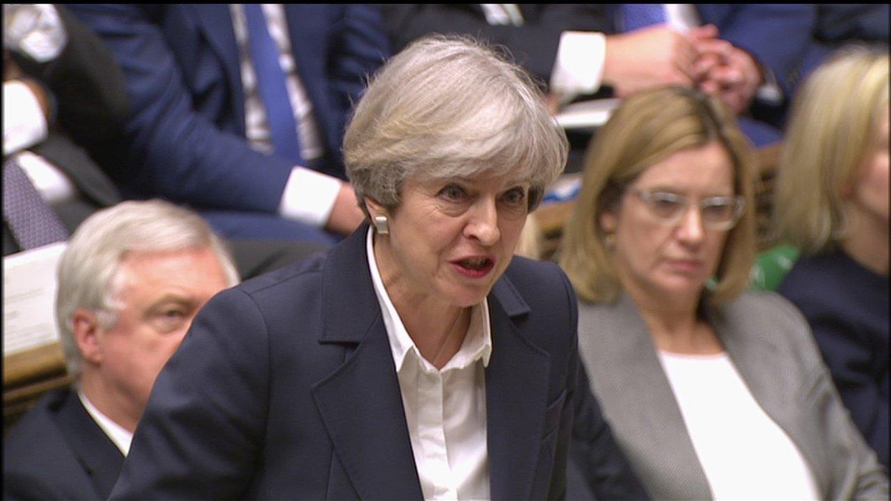 Předsedkyně Vlády Theresa Mayová oznamuje parlamentu, že odeslala dopis Donaldu Tuskovi.