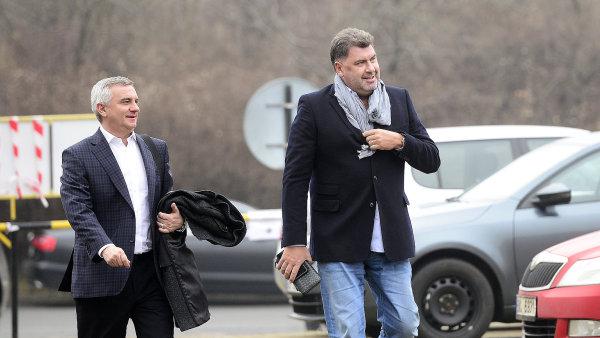 Kancléř Vratislav Mynář a poradce prezidenta Martin Nejedlý se vrátili z Číny.