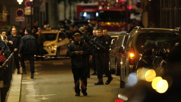 Policisté muže, který nožem bodal kolemjdoucí, zastřelili.