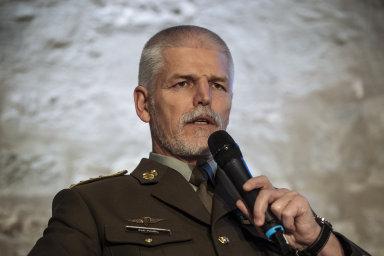Jedním z představitelů, kteří vydali prohlášení, byl i  bývalý předseda Vojenského výboru NATO Petr Pavel.