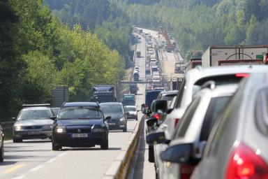 Na konci letošního prvního pololetí bylo v Česku registrováno přes 5,7 milionu osobních automobilů.