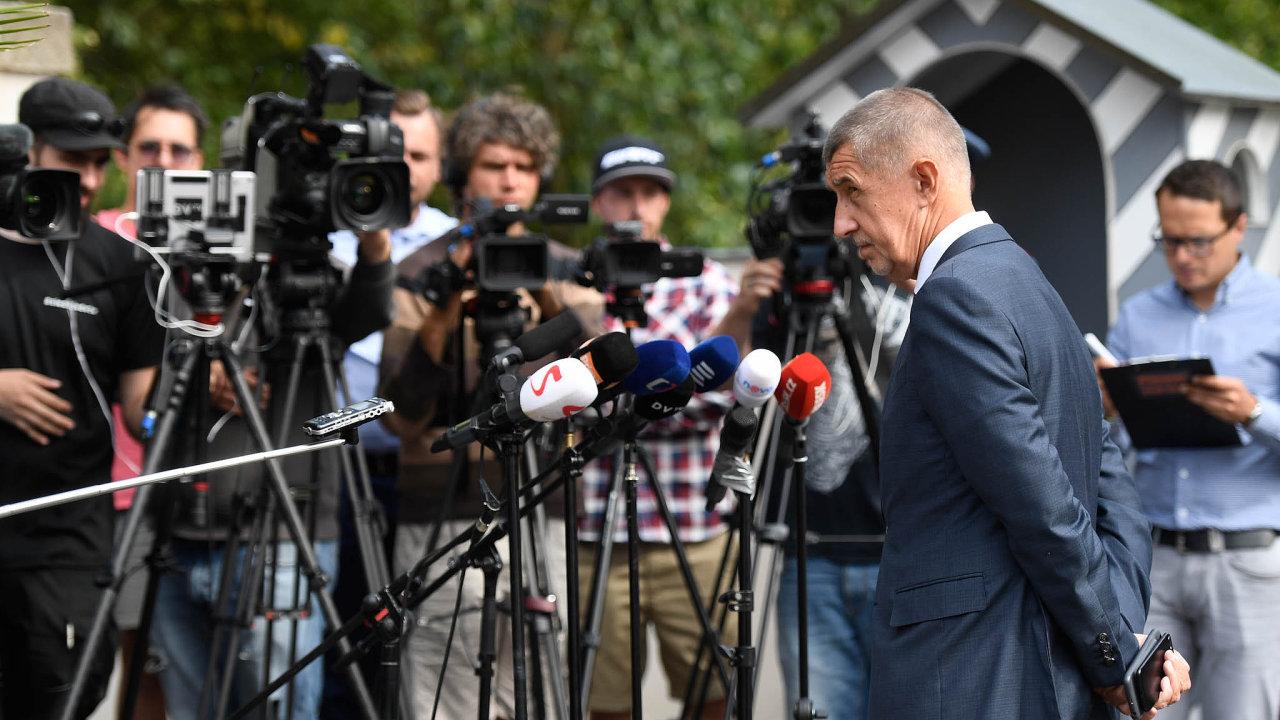 Rozsáhlou nedůvěru v novináře posilují i slovní výpady českého prezidenta Miloše Zemana a dalších vysoce postavených představitelů země, například premiéra Andreje Babiše.