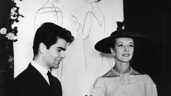 Navrhoval šaty i interiéry, točil krátké filmy a jeho tvář prodávala Coca-Colu. Jsem karikaturou sebe sama, říkal Karl Lagerfeld