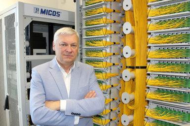 Svatoslav Novák, bývalý šéf SPT Telecom (nyní O2) adlouholetý předseda ICT unie, prodává se společníky firmu Micos Telcom. Pod novými americkými vlastníky zůstává nadále jako ředitel.