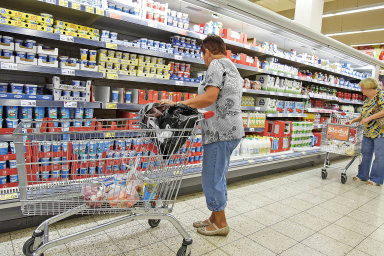 Za minimální mzdu si lze v Česku koupit například 438 kilogramů jablek - Ilustrační foto.