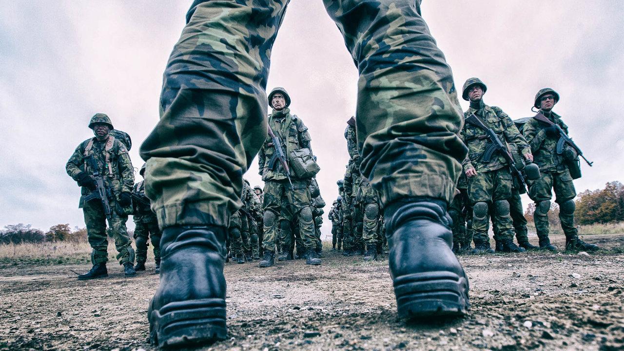 Vporovnání spartnery zvisegrádské čtyřky Česko domodernizace ozbrojených sil investuje nejméně.