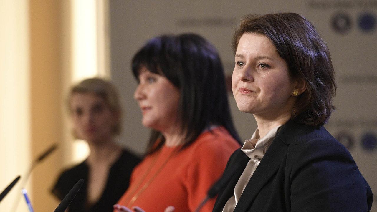 Další spor ministryň: Alena Schillerová (vlevo) sJanou Maláčovou se neshodnou navěku pro odchod dodůchodu.